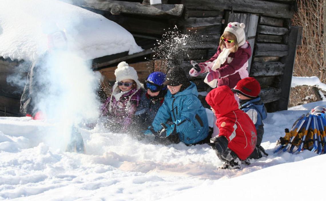Spielplatz Schnee, juchee!