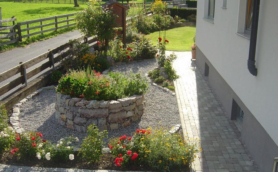 Blumen- und Kräutergarten