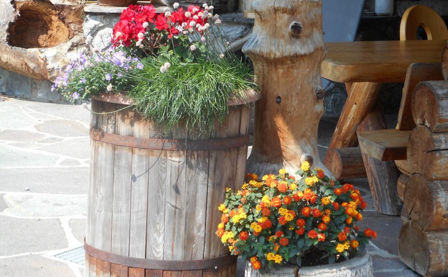 Blumenschmuck am Hof