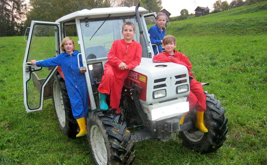 Traktorfahrt zur Wiese
