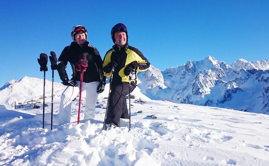 Bäuerin und Bauer im Skigebiet Hochzeiger