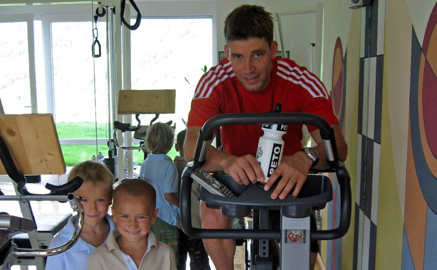Kinder mit Benjamin Raich